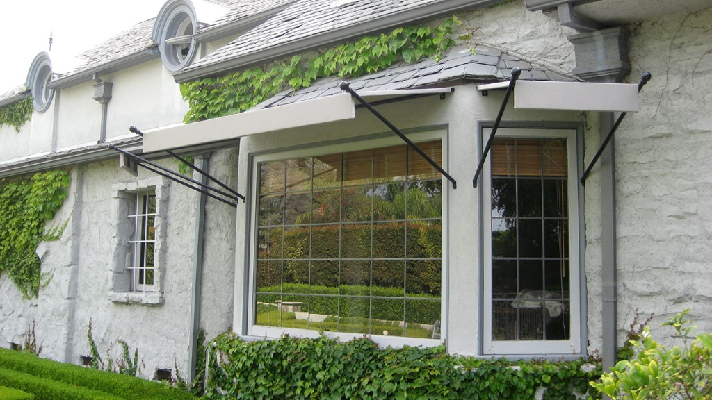 White spears awning
