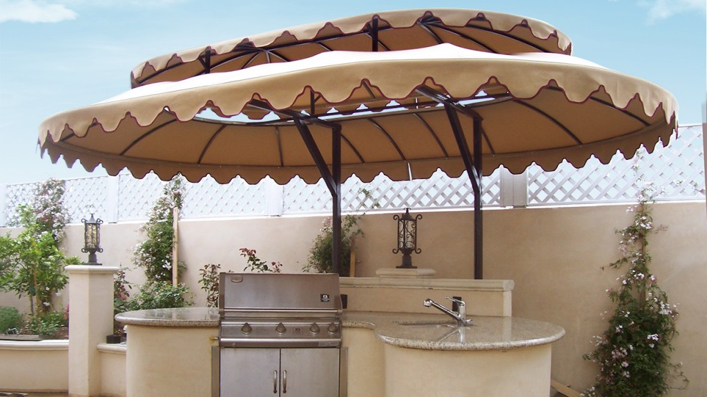 Wouldn't you love entertaining under this barbecue awning?