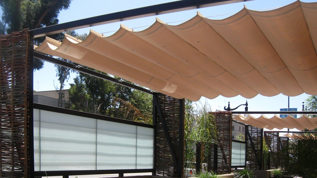 Awning in the slide on wire style
