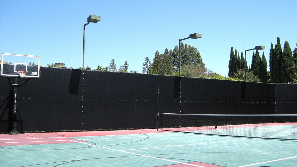 Outdoor privacy screen for tennis court