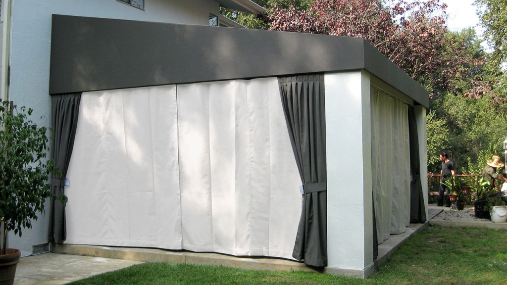 Outdoor sliding curtains
