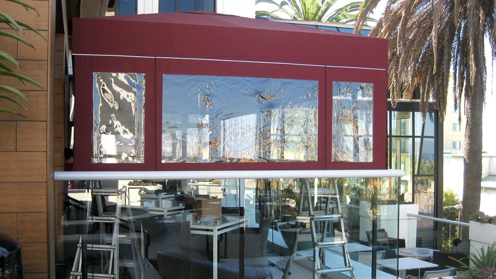 Roll-up curtains for restaurant